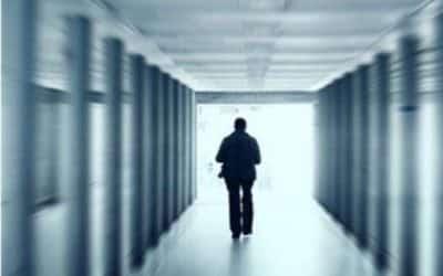 Traverser les murs. La folie de la psychiatrie à la psychanalyse